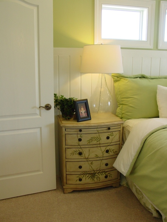 comment peindre un meuble en bois bricobistro. Black Bedroom Furniture Sets. Home Design Ideas