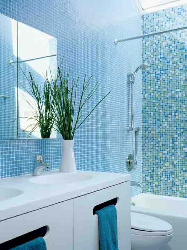 Choisir la couleur de la salle de bain 21 idees de for Blue sky bathroom tile floor decoration