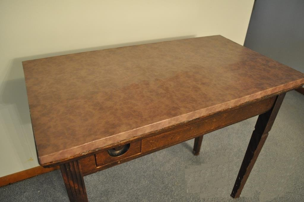 table de bureau peinte en simili cuir