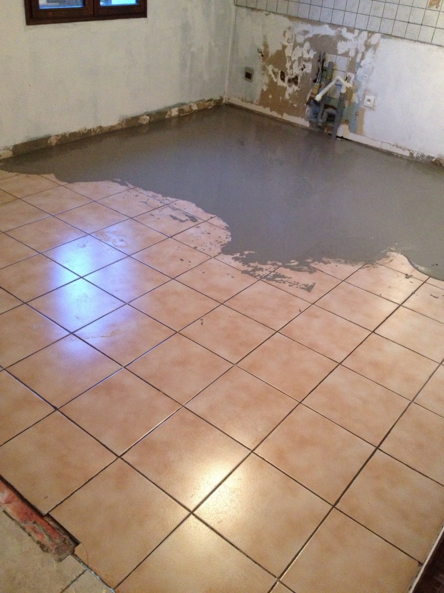 B ton cir sur carrelage bricobistro for Beton cire sur carrelage