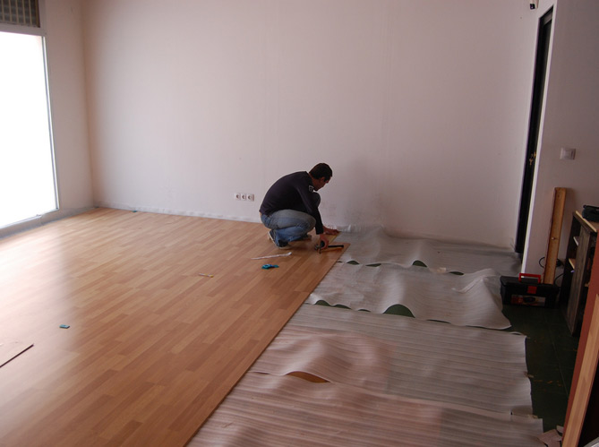 Comment installer une cr dence en stratifi bricobistro for Poser du parquet stratifie sur du carrelage