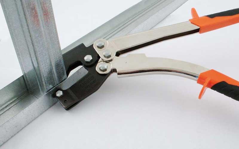 Pince à sertir pour rails métalliques