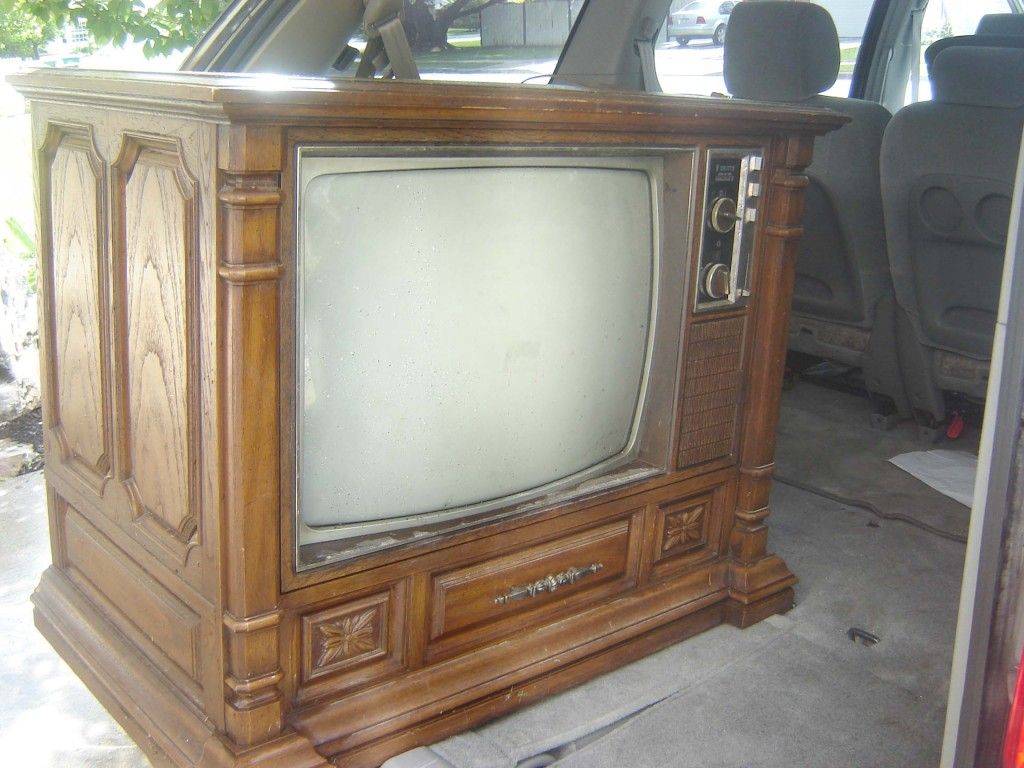 Nepl this is wooden box tv stand for Transformer un vieux meuble