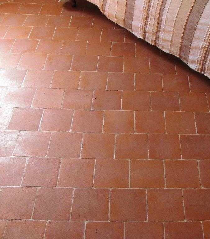 Carreaux terre cuite for Carrelage pierre basset