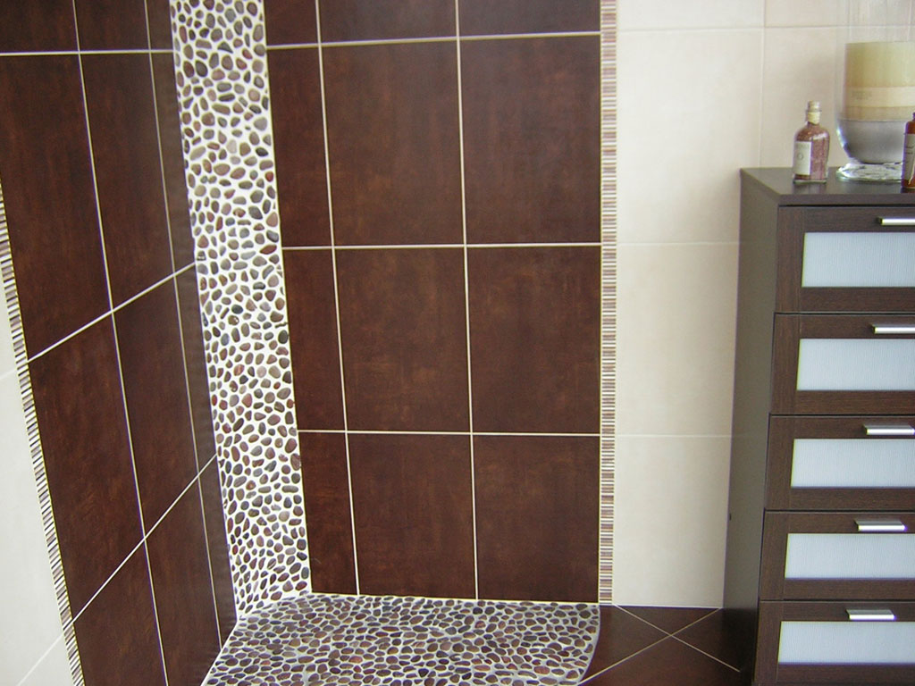 Une d coration chocolat e bricobistro for Salle de bain carrelage colore