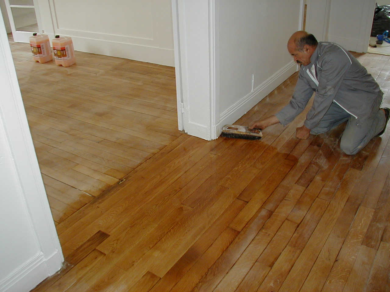 comment nettoyer le parquet cool good comment nettoyer un With comment décaper un parquet vitrifié