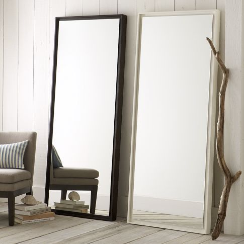 Des miroirs poser au sol pour une d coration originale for A bedroom has a length of x 3
