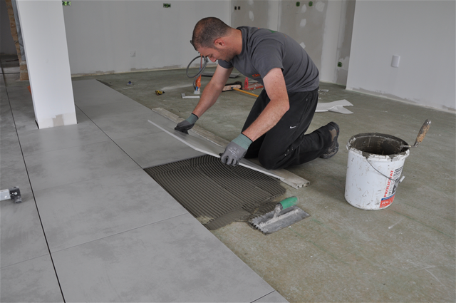 Comment poser du carrelage bricobistro for Carrelage colle sur carrelage existant