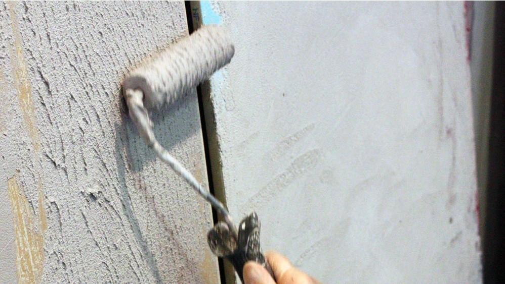Comment appliquer un enduit effet b ton bricobistro - Appliquer un enduit de facade ...