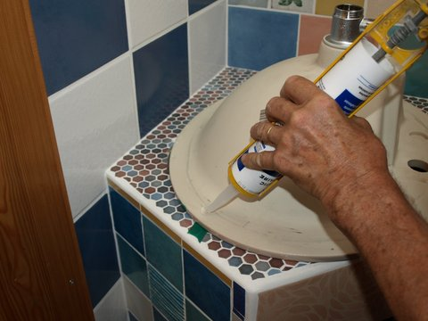Comment installer un lavabo encastr bricobistro for Installer lavabo salle de bain