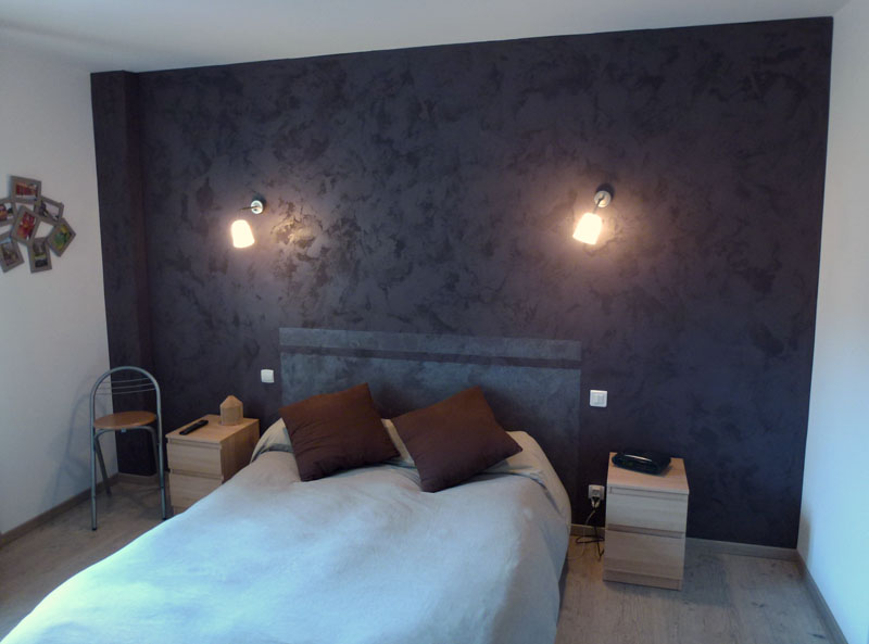 comment peindre une t te de lit sur le mur bricobistro. Black Bedroom Furniture Sets. Home Design Ideas