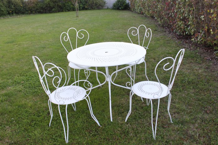 Salon de jardin table ronde fer forge for Repeindre une table en fer