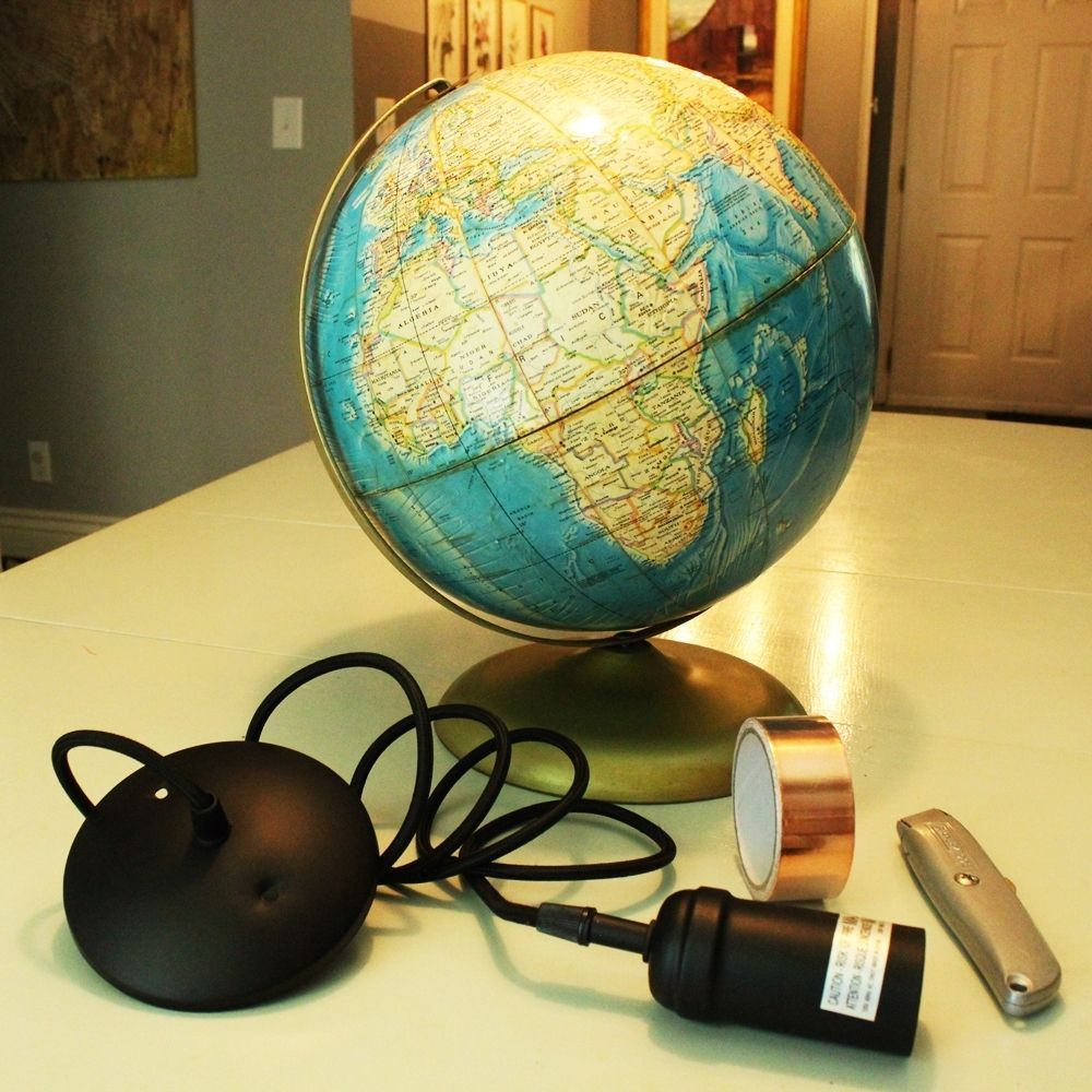diy transformer un globe terrestre en lampe suspendue bricobistro. Black Bedroom Furniture Sets. Home Design Ideas