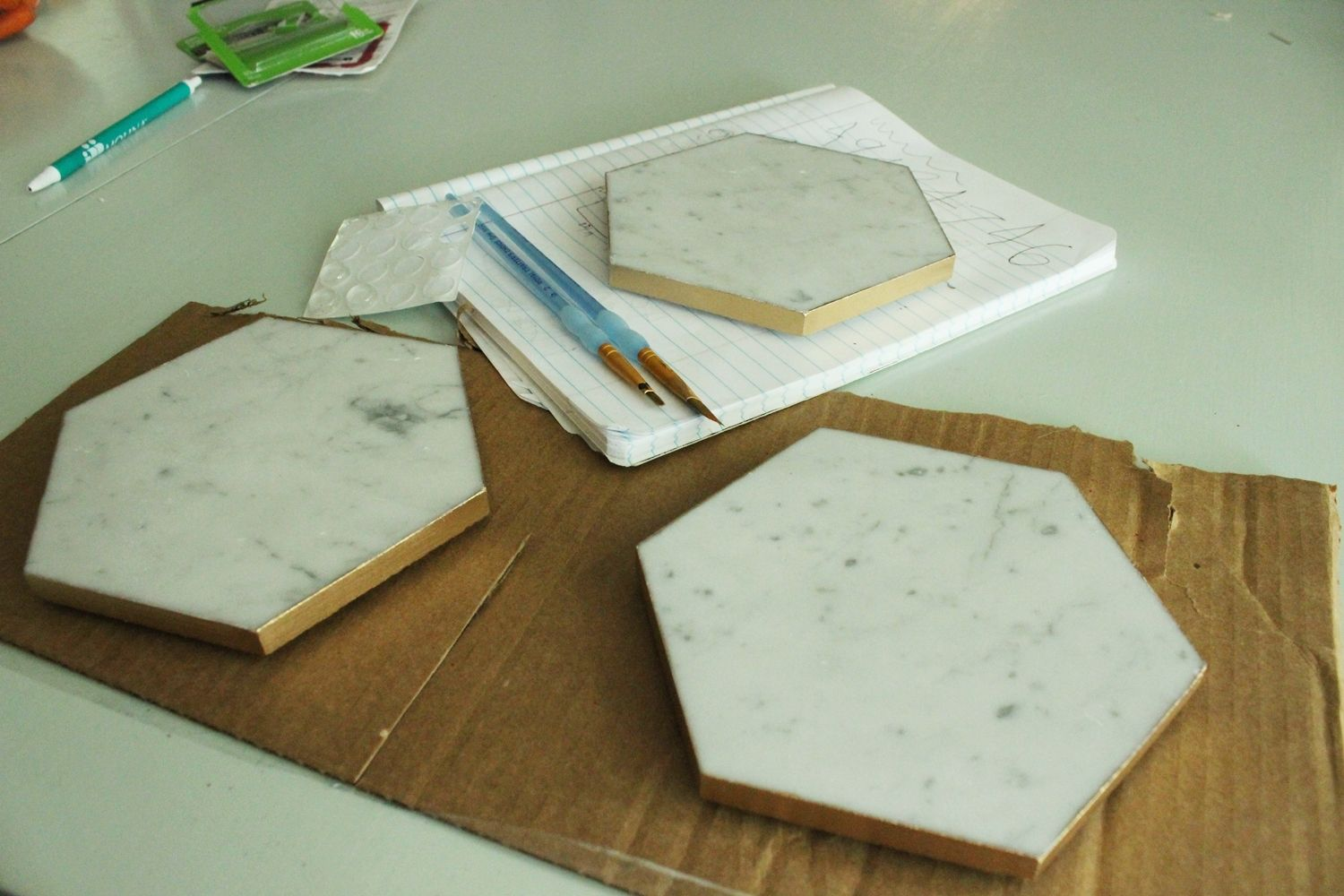 diy plateau marbre hexagone6