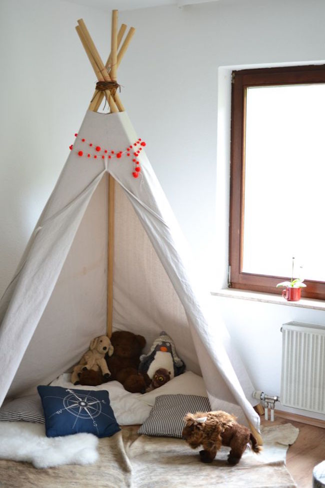 des coins lecture avec un tipi pour le bonheur de vos. Black Bedroom Furniture Sets. Home Design Ideas