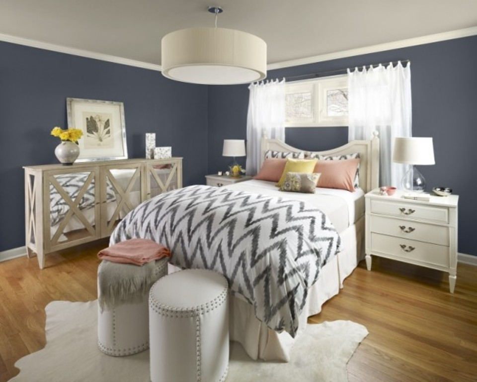 12 id es pour une d coration de chambre en bleu marine. Black Bedroom Furniture Sets. Home Design Ideas