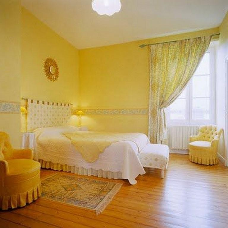 12 chambres coucher agr ablement d cor es en jaune bricobistro. Black Bedroom Furniture Sets. Home Design Ideas