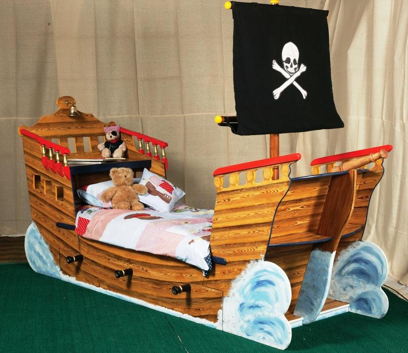 11 lits au design des bateaux pirates pour la chambre de. Black Bedroom Furniture Sets. Home Design Ideas