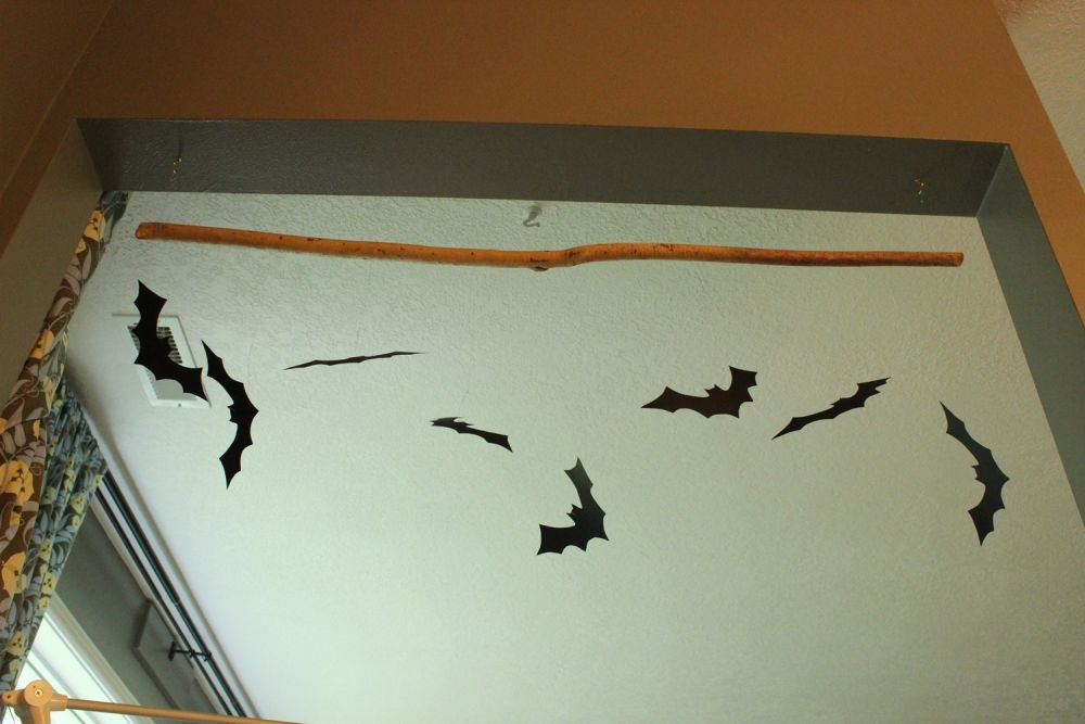 diy comment fabriquer une barre chauve souris pour halloween bricobistro. Black Bedroom Furniture Sets. Home Design Ideas