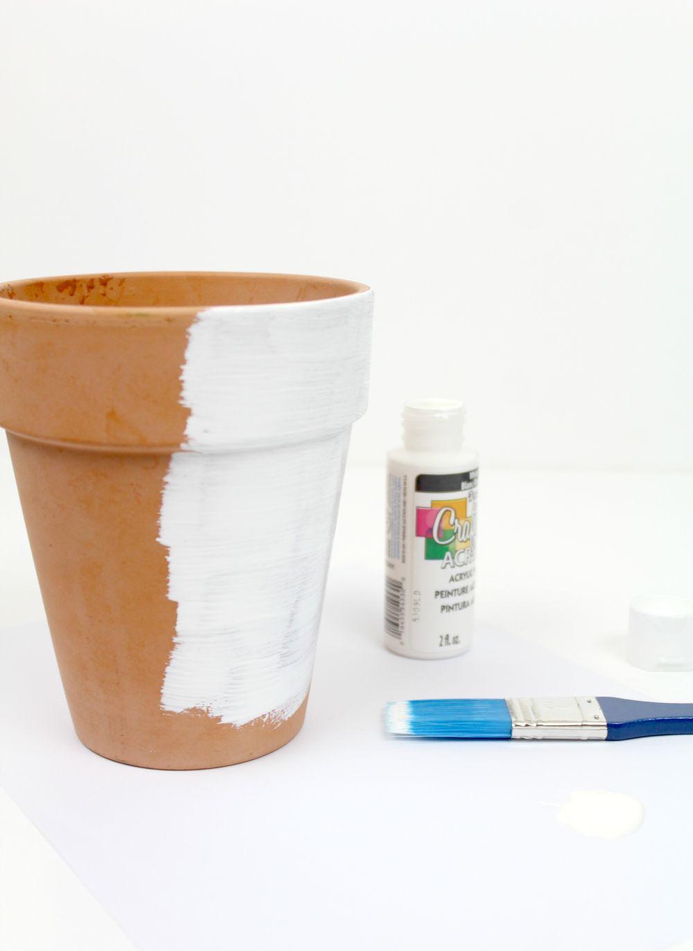 diy comment embellir un pot de fleurs en terre cuite avec des feuilles de cuivre bricobistro. Black Bedroom Furniture Sets. Home Design Ideas