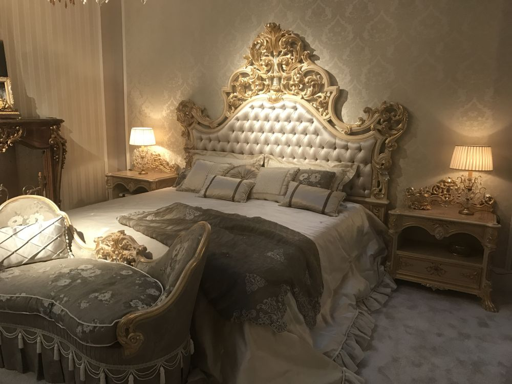 12 somptueuses chambres coucher inspir es des styles baroque et rococo bricobistro. Black Bedroom Furniture Sets. Home Design Ideas